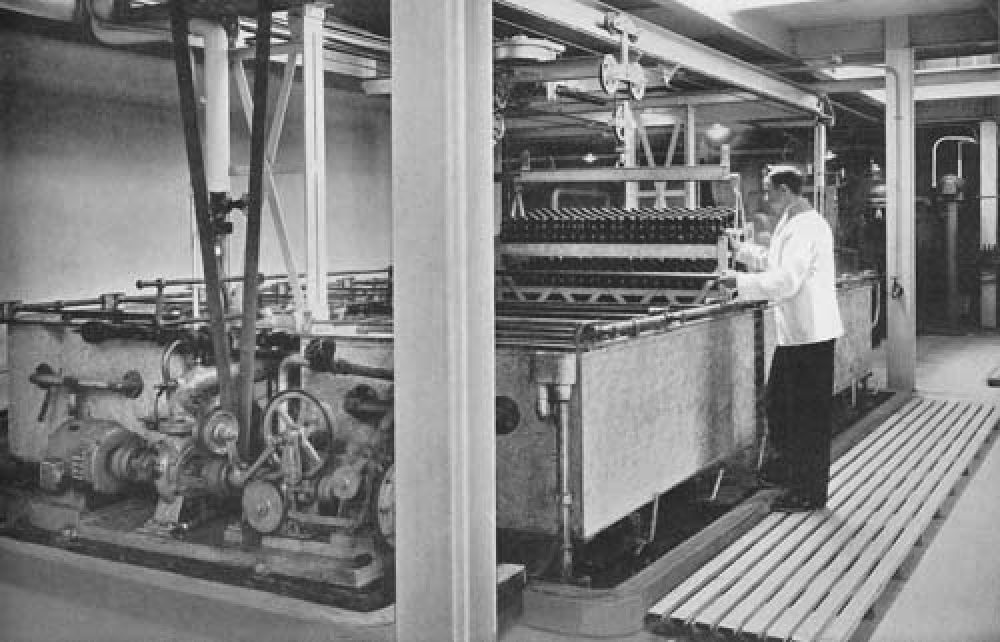 The pasteurisation line in 1940.
