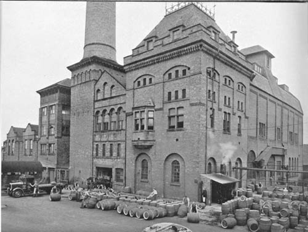 The brewery yard in 1940.