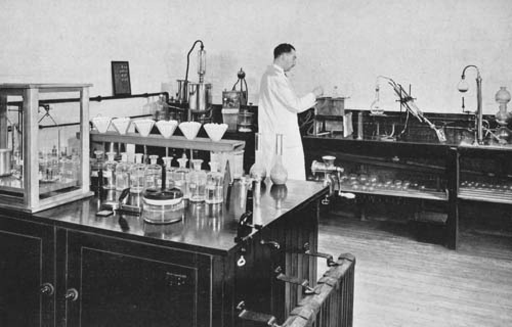 The laboratory in 1940.