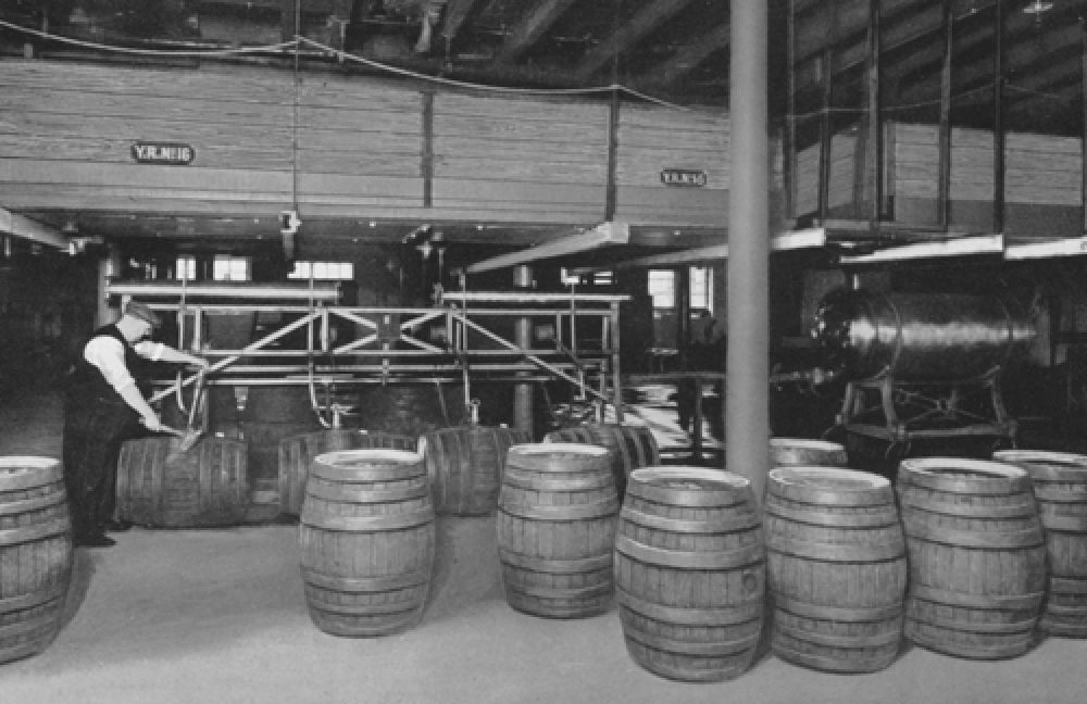 The racking cellar in 1940.