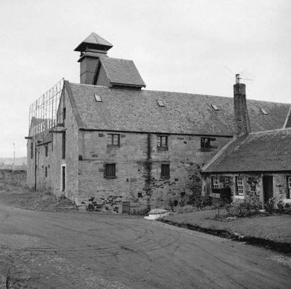The maltings from the north-west in the 1960s. © John Hume, 2016.