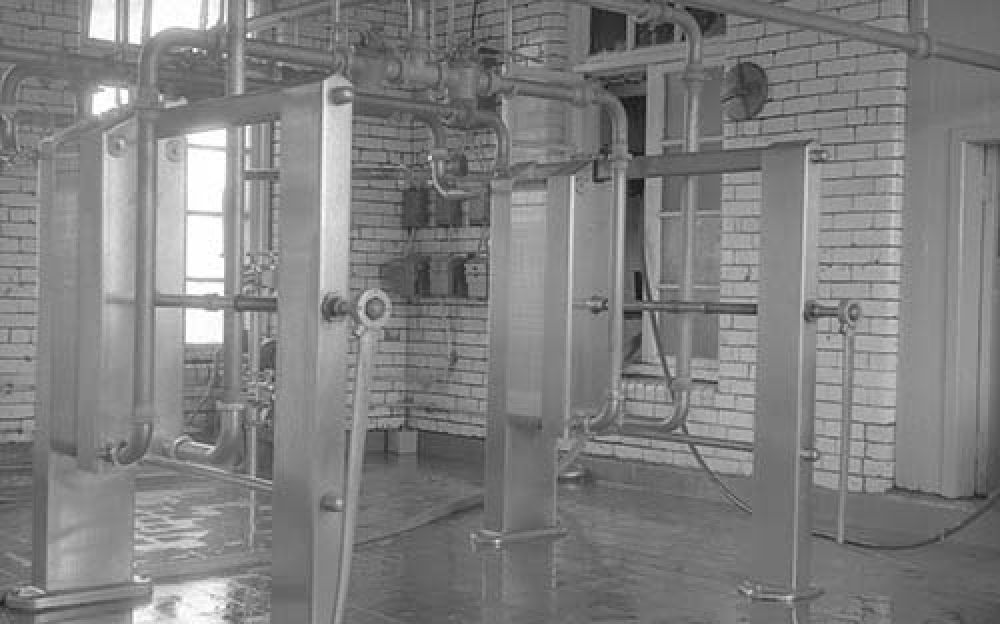 Paraflow heat exchangers in the Thistle Brewery in the 1960s. © John Hume, 2015
