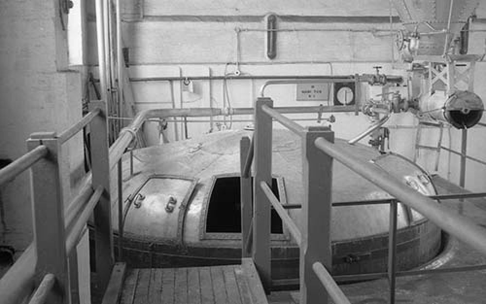 The mash tun in the Thistle Brewery in the 1960s. © John Hume, 2015
