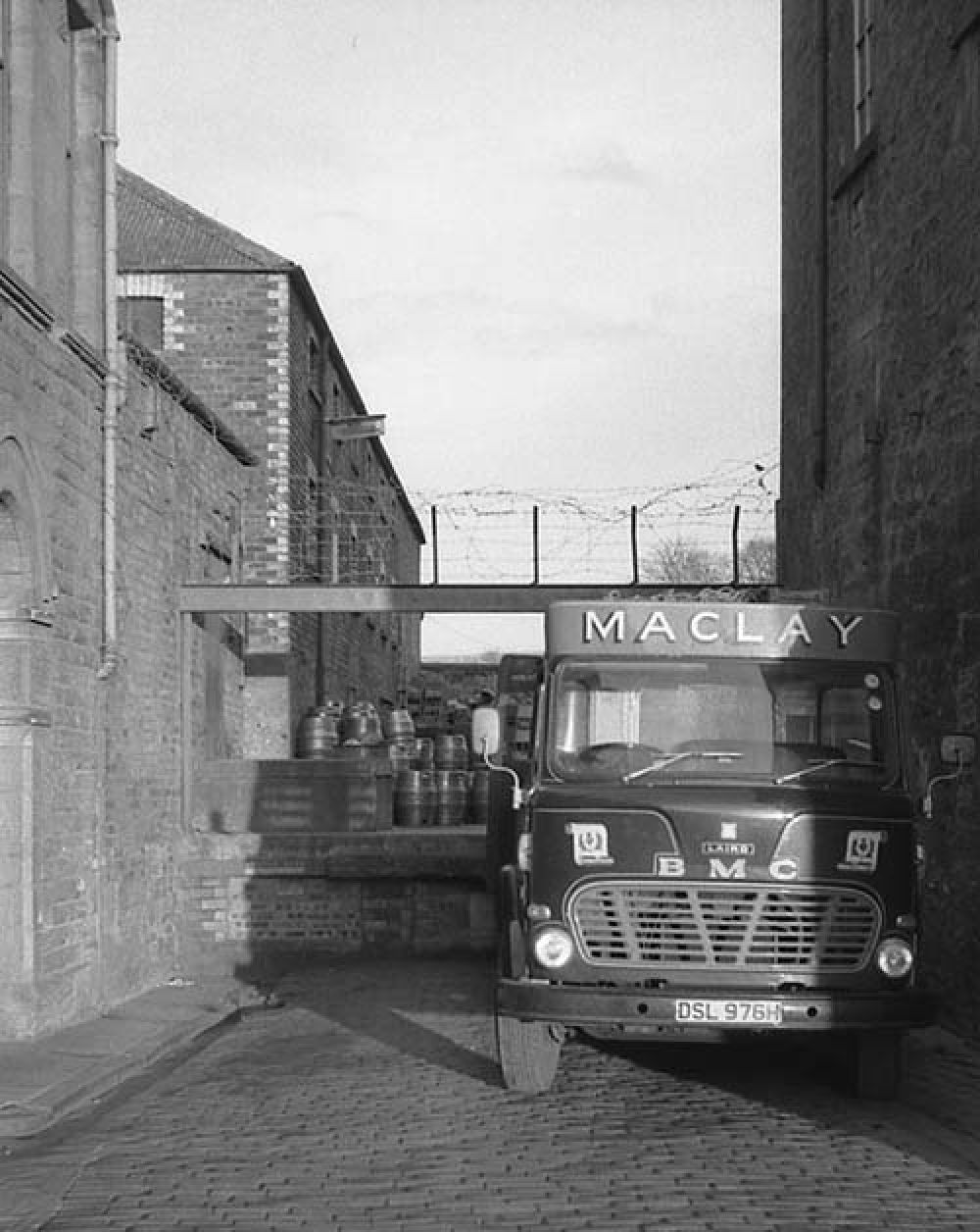The loading bay at the Thistle Brewery in the 1960s. © John Hume, 2015