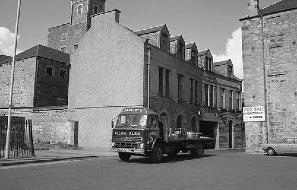 A lorry outside the Thistle Brewery offices in the 1960s. © John Hume, 2015