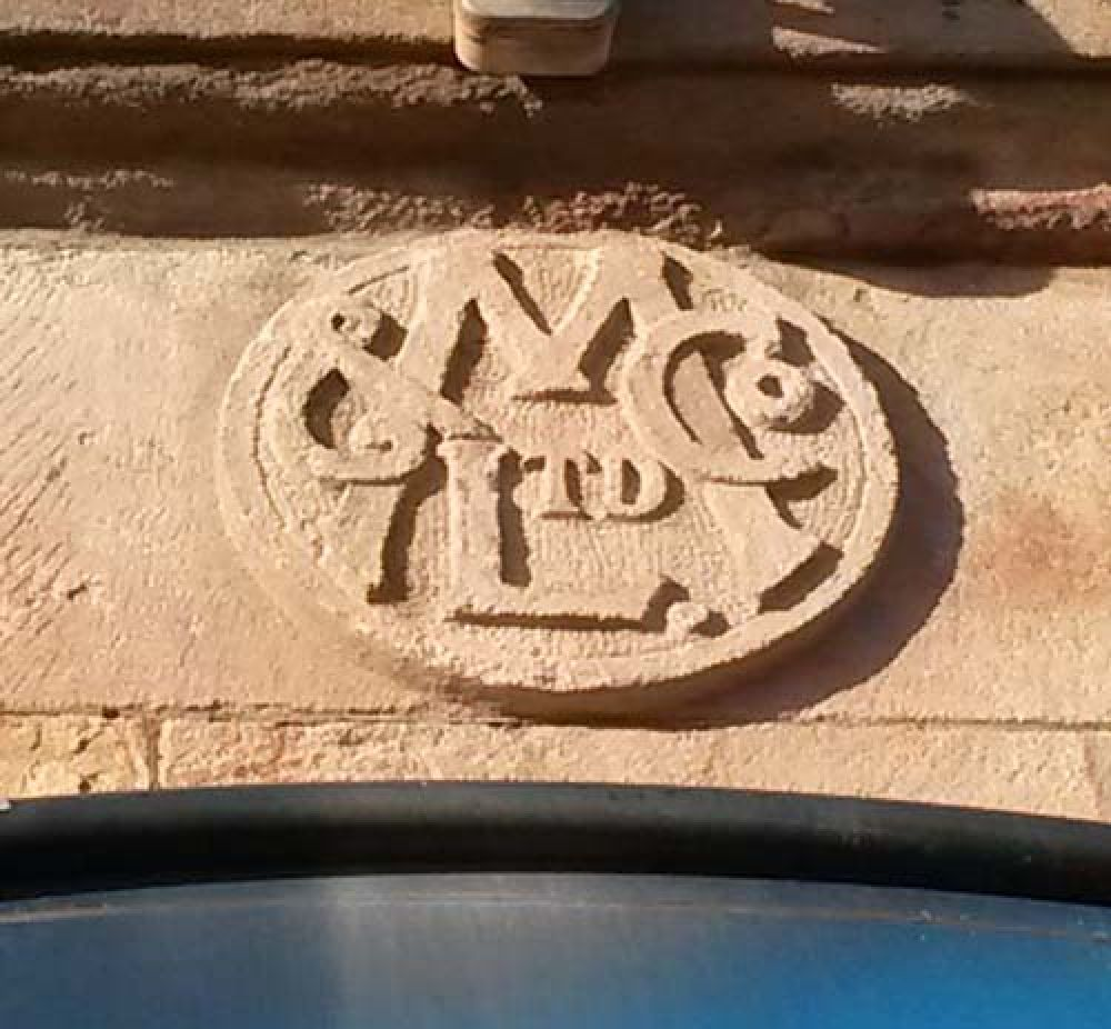 Carving over main door to the Thistle Brewery © Forbes Gibb, 2017